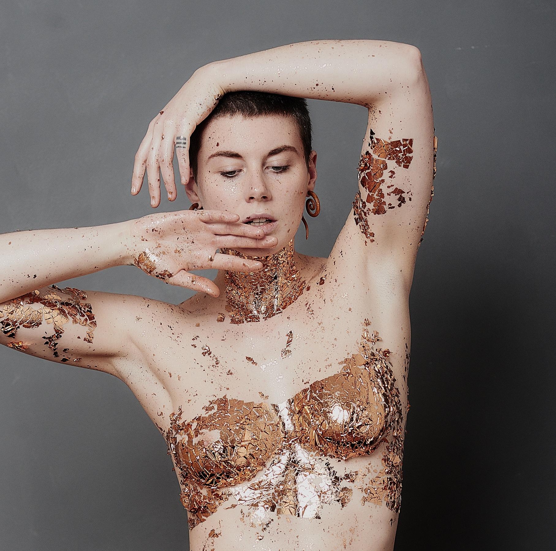 Aktfotografie Serie Gold mit Muriel de Roja ©Martin Peterdamm Berlin