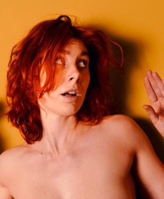 """Aktfoto Serie """" Allo Allo"""" – Muriel la Roja"""
